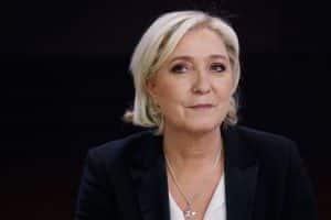 Marine Le Pen sur les fronts de la politique internationale, les yeux doux à Budapest!